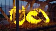 Un couple d'artistes joue avec le feu (Slow Motion)