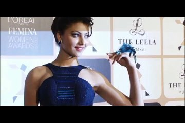 Urvashi Rautela flaunts her bare back at L'Oreal Paris Femina Women Awards 2015