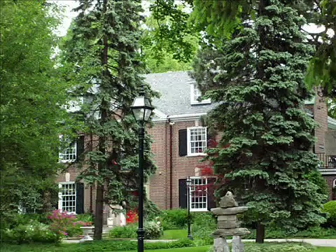 MANSIONS OF THE BRIDLE PATH  – Part 1 (How the rich live in Toronto)