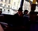 papi fou dans le bus TCL à Lyon l13