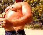 bodybuilding posing,posando pectorales al estilo arnold europe
