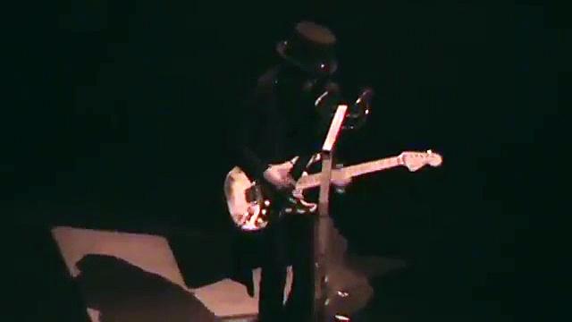 "Mick Mars ""Mötley Crüe"" Guitar Solo – Wells Fargo Center – 8/14/15"