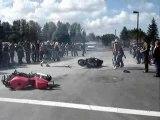 Regis fais un burn en moto
