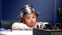 Une fillette passe au détecteur de mensonges et balance sa mère ! Adorable !