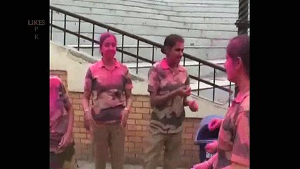 pakistani girls play holly with indian army girls