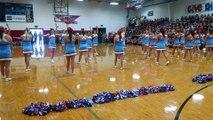Des Cheerleaders rendent hommage aux victimes des attentats du 11 septembre.