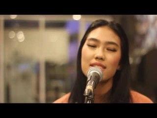 Alika - Aku Pergi (live) Oz Radio Bandung