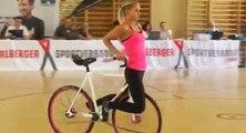 Ce que cette fille fait avec un vélo est hallucinant !