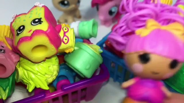 Shopkins Small Mart Challenge Part 2 LPS vs MLP Fashems Frozen Chocolate Egg Hello Kitty L