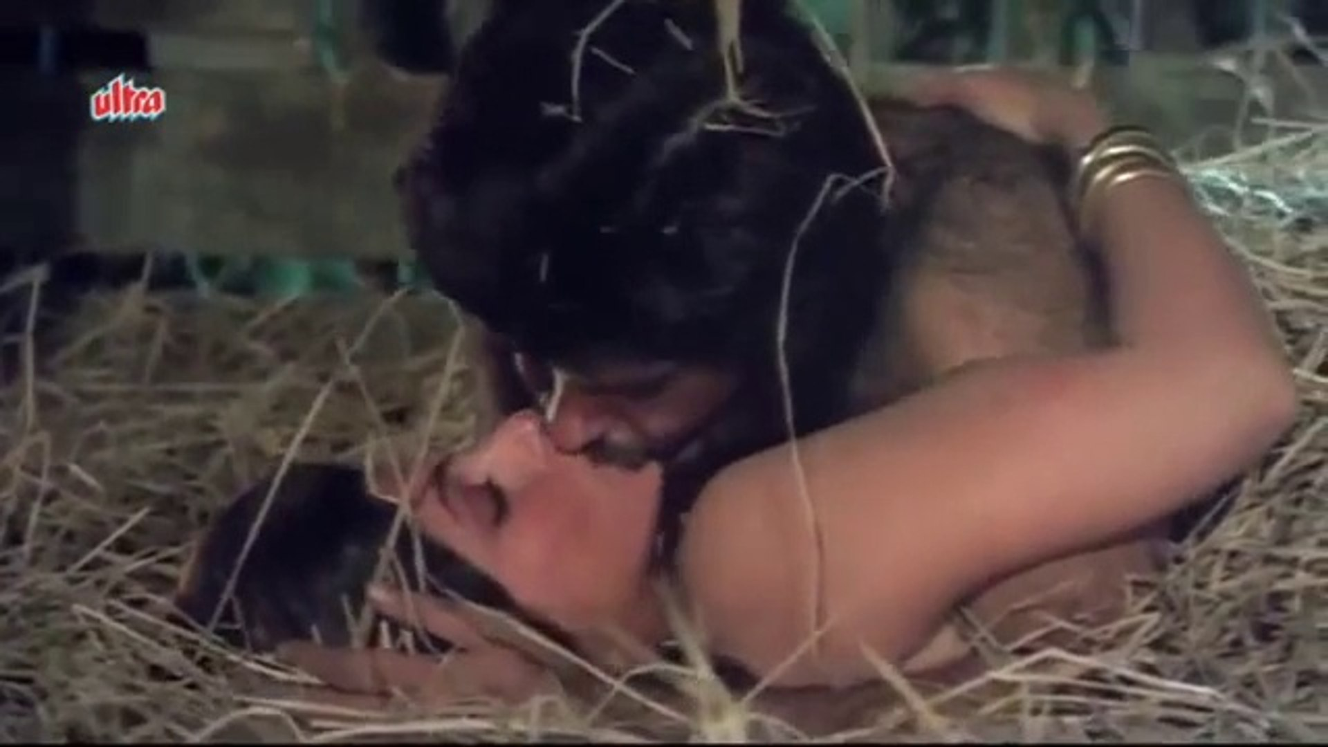 Hot Smooch Between Anil Kapoor & Dimple Kapadia, Janbaaz