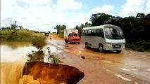 bus englouti dans un trou un bus brsilien est ensuite emport par un torrent .par fankoch