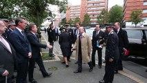 Visite du ministre de l' intérieur Bernard Cazeneuve au commissariat de Roubaix.