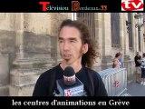 Télévision-Bordeaux-33 les centres d'animations de quartiers sont en Grève devant la Mairie de Bordeaux sebastien solano nous explique la Grève