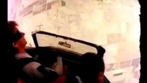Saut en parachute en voiture... Skydiving extrême