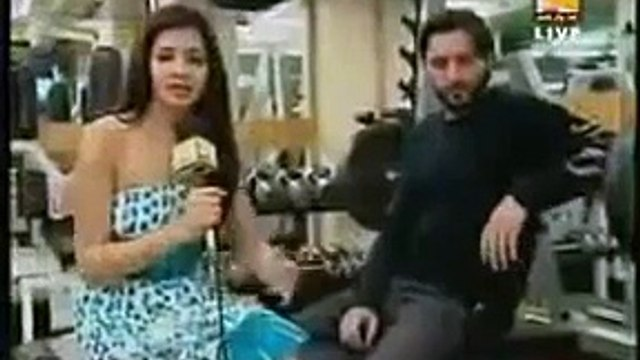 Amazing Videos: See The Reaction Of Shahid Afridi When Indian TV interview Him in Gym