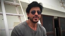 Shah Rukh Khan Give Gayan to his 15 Million Facebook Fans in Facebook Style- How Cool Is That