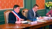Mauvais signe ? Le portrait de François Hollande tombe pendant un conseil municipal !