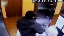 Un homme pris au piège dans un ascenseur fou