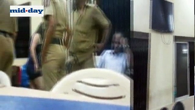 Shocking Videos: Drunk Woman Barged Into An Indian Police Station & Threatened Cops!