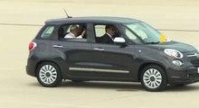 Le pape François en route vers Washington en Fiat 500