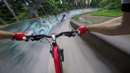 Bike's descent of a former bobsleigh track