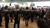 Western et danse country sur le stand Ouest-France