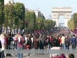 """Paris: Anne Hidalgo lance la """"journée sans voiture"""" sur les Champs-Elysées"""