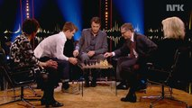 Bill Gates loses at chess : Magnus Carlsen VS Bill Gates