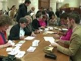 Législatives: le PS mobilisé sur le cas Royal, l'UMP choisit le ni FN ni gauche