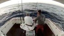 Un pêcheur tombe à l'eau pendant une partie de pêche