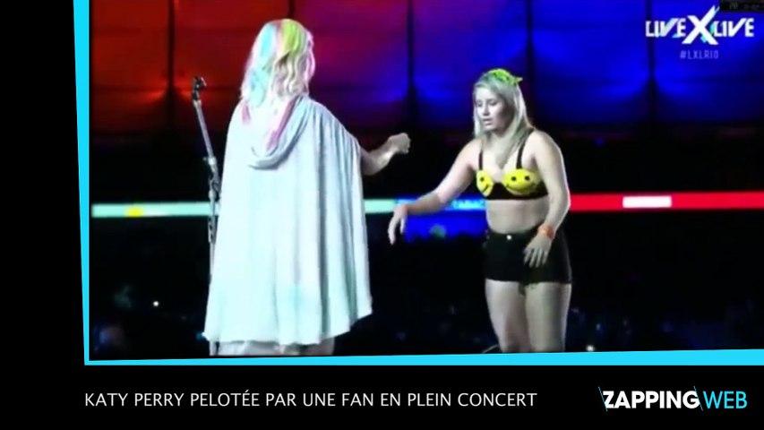 Katy Perry pelotée par une fan en plein concert
