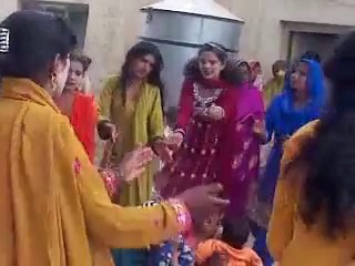 Desi Girls HOT Dance On Pakistani Song | Pakistani Girls with Dasi Mahol 2015