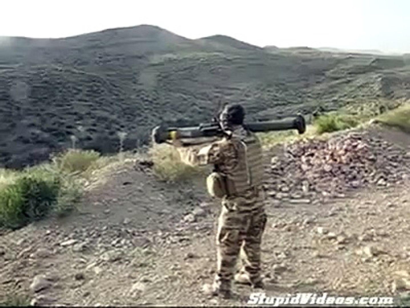 Acemi Asker O Nasıl Bir Atış Öyle     Komik Videolar Komedi ve Eğlence izle (video) Komedi ve Eğlenc