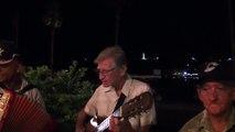 Musicos callejeros cubanos inspirando