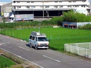 集団ストーカー被害 平成27年7月20日家の前の道路にとまって大きいアンテナを伸ばしている車