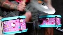 Mike Portnoy ex-batteur de Dream Theater martyrise un kit Hello Kitty