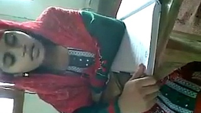 Islamic Videos: Talented Girl Singing Naat In Her Beautiful Voice In India Goes Viral
