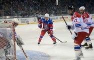 Pour son anniversaire Vladimir Poutine organise un match de hockey à Sotchi