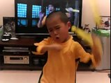 Litte boy Imitation Lixiaolong (Bruce Lee) lifelike