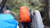 Des Français filment l'effondrement du pont qu'ils traversent en Nouvelle-Zélande !