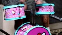 Le batteur Mike Portnoy s amuse sur une batterie Hello Kitty - Reprise de Metallica, Slayer, Kiss