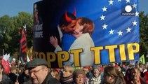 Берлін: тисячі німців вийшли на демонстрацію проти угоди про вільну торгівлю з США