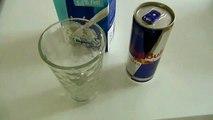 Ecco cosa succede quando si mescolano latte e Red Bull... guardate il video!