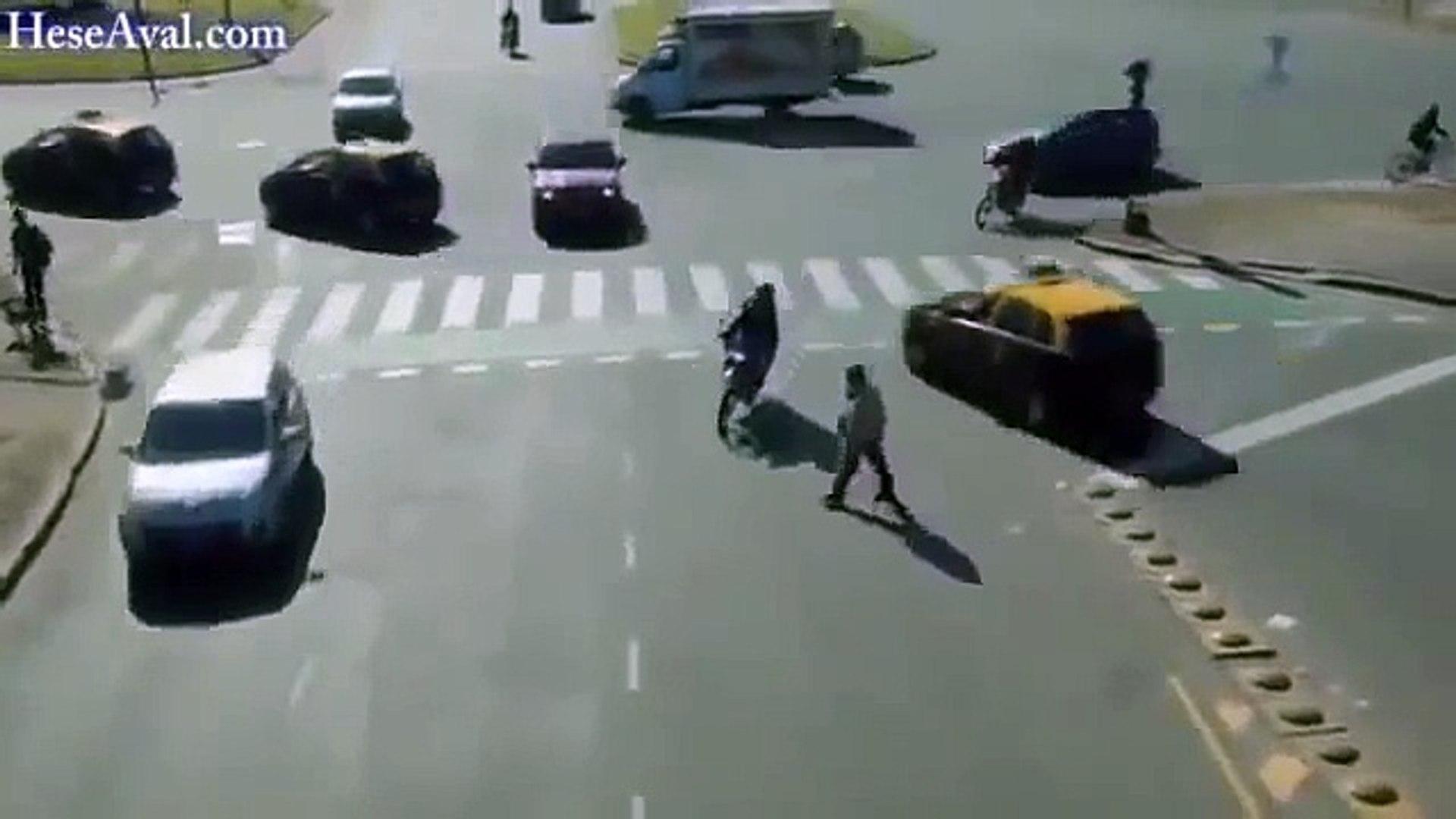 El cruze de personas y carros Mas loco Del Mundo | Videos Increibles y Sorprendentes HD