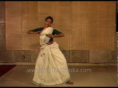 Bharati Shivaji demonstrates basics of Mohiniattam