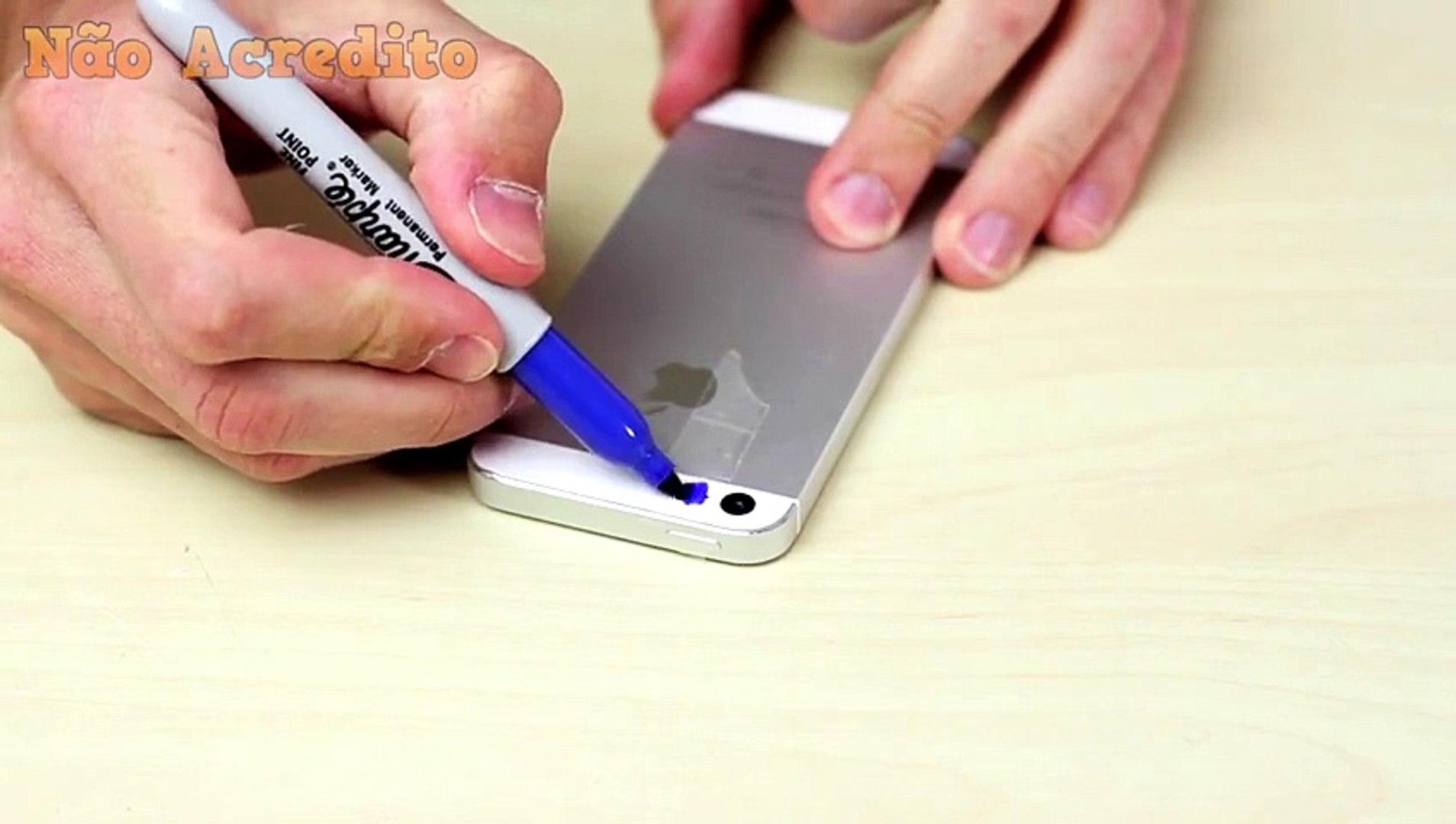 Ele cola durex no seu celular e pinta com cores escuras. O que ele vê em seguida é nojento