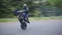 Du stunt sauvage à moto !
