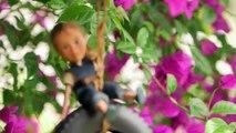 Una mamma rimuove il trucco da una bambola: quando vedrete la trasformazione, ne vorrete una!