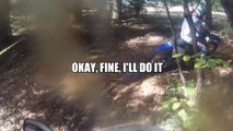 Un biker scénarise son accident - Saut raté en motocross qui fini en bras cassé! Marrant...