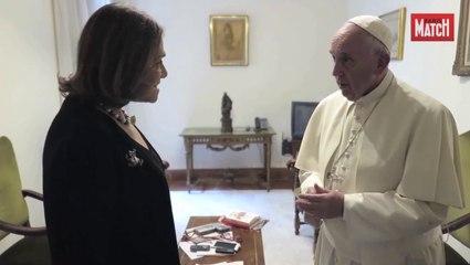 """Le pape François """"écoute tout, voit tout"""""""